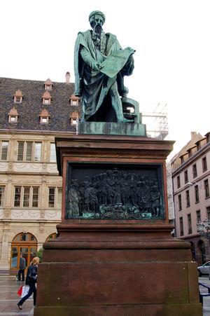 Place Gutenberg 1/1 by Tripoto